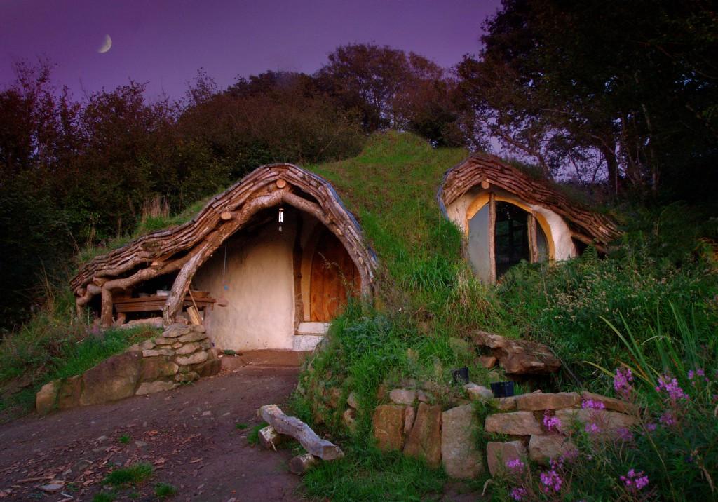 casa acoperita de pamant